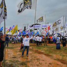 Diguyur Hujan, Massa PKS Setia Ikuti Kampanye Wahidin – Andika