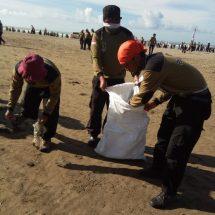 Usai Kemah Bakti, Ribuan Kader PKS Bakti Sosial dan Bersih-bersih Pantai