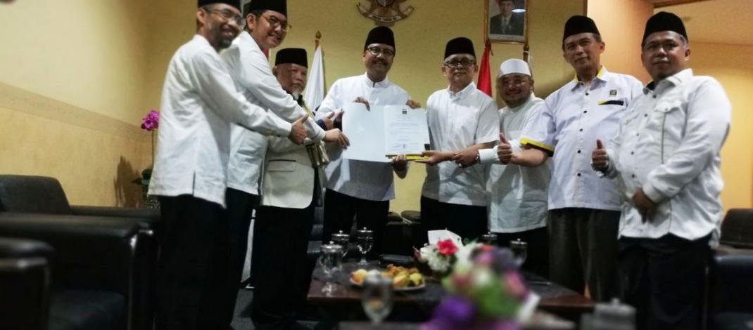 PKS Serahkan SK Dukungan Pilkada Jatim ke Gus Ipul