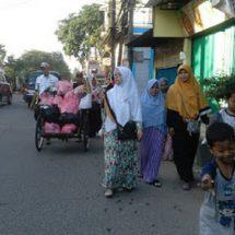 PKS Bagikan Nasi Bungkus untuk Dhu'afa dan Sopir Angkot
