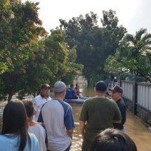 Sanuji Berharap,  Relawan PKS Ringankan Warga Yang Kebanjiran.