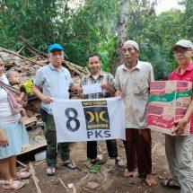 PKS Berikan Bantuan Rumah Warga yang Roboh Akibat Hujan Angin