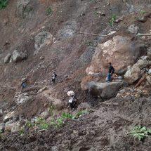 Kisah Relawan PKS,  Jalan Kaki Lima Kilo Meter Lewati Gunung Dan Jalan Berlumpur