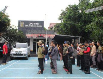 Pasca Banjir Bandang, PKS Tangsel Kirim Relawan Kebersihan Ke Lebak